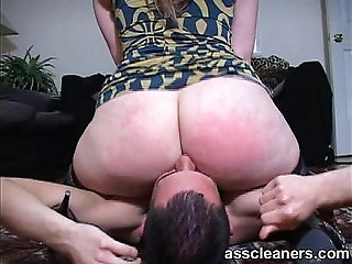 Fat bouncy ass smothers a pathetic man's face